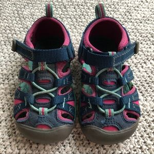 Keen Kids shoes for toddler girl, size 7